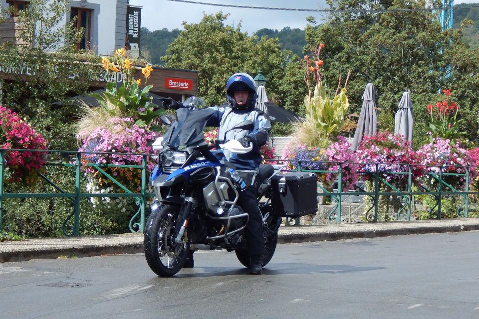 Motorrijbewijspoint Waalwijk examengarantie AVB en AVD
